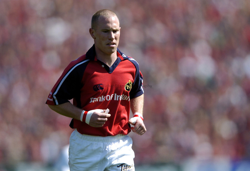 Photo. Richard Lane. .Munster v London Wasps. Heineken Cup Semi Final. 25/04/2004..Peter Stringer.