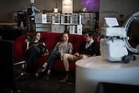 Berlin, Besucher sitzen beim DMY International Design Festival, am Freitag (07.06.13) in ehemaligen Flughafen Tegel. Festival findet von Mittwoch (05.06.13) bis Sonntag (09.06.13) statt. Foto: Maja Hitij/CommonLens