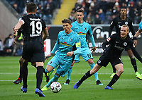 Mike Frantz (SC Freiburg) gegen David Abraham (Eintracht Frankfurt), Sebastian Rode (Eintracht Frankfurt) - 19.01.2019: Eintracht Frankfurt vs. SC Freiburg, Commerzbank Arena, 18. Spieltag Bundesliga, DISCLAIMER: DFL regulations prohibit any use of photographs as image sequences and/or quasi-video.