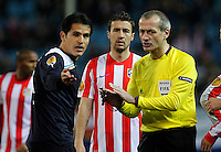 Lazio's Cristian Ledesma (l) have words with the referee Martin Atkinson in presence of Atletico de Madrid's Gabi (c) during Europa League match.February 23,2012. (ALTERPHOTOS/Acero) .Atletico Madrid Lazio Europa League.Italy Only