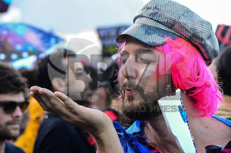 RIO DE JANEIRO, RJ, 27 DE JULHO DE 2013 -MARCHA DAS VADIAS-RJ- Marcha das vadias na tarde deste sábado, 27, na praia de Copacabana, zona sul do Rio de Janeiro.FOTO:MARCELO FONSECA/BRAZIL PHOTO PRESS