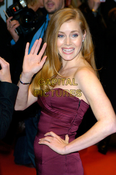 """AMY ADAMS.The Times BFI 51st London Film Festival - """"Enchanted"""" Premiere, Odeon West End,.London, England, October 20th 2007..half length red maroon strapless dress hand on hip hand waving.CAP/CAN.©Can Nguyen/Capital Pictures"""