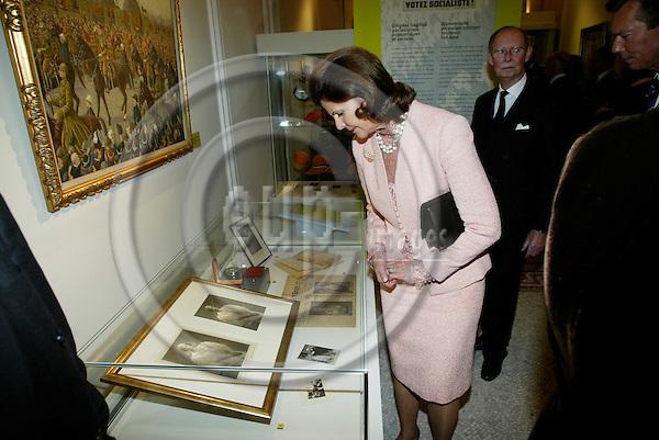 "BRUSSELS - BELGIUM - 17 NOVEMBER 2005 -- Queen Silvia enjoying the exhibition about ""Queen Astrids life in Belgium"".  PHOTO: ERIK LUNTANG / EUP-IMAGES.."