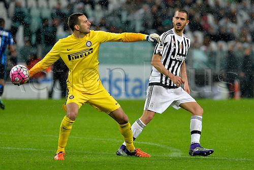 28.02.2016. Juventus Stadium, Turin, Italy. Serie A Football. Juventus versus Inter Milan. Samir Handanovic throws the ball back inot plays as Leonardo Bonucci looks on