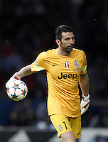 Calcio, finale di Champions League Juventus vs Barcellona all'Olympiastadion di Berlino, 6 giugno 2015.<br /> Juventus' goalkeeper Gianluigi Buffon handles the ball during the Champions League football final between Juventus Turin and FC Barcelona, at Berlin's Olympiastadion, 6 June 2015. Barcelona won 3-1.<br /> UPDATE IMAGES PRESS/Isabella Bonotto