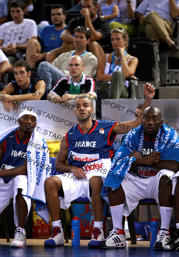 France`s Tony Parker (middle) watches the game with Tariq Kirksay (L) and Sascha Giffa (r) during qualifying match, group F against Germany in Madrid, Spain at European basketball championship in Madrid arena 08.09.2007 photo: Pedja Milosavljevic/ZUMA