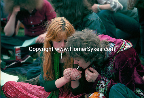 PEOPLE SMOKING JOINTS AT LEGALISE POT DEMO, HYDE PARK, 1979,