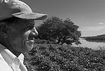Vazanteiros da comunidade Pau de légua  moram e trabalham às margens do rio São Francisco no entorno do Parque Estadual Verde Grande, município de Matias Cardoso no Norte de Minas Gerais. Vivem principalmente do extrativismo, roça e pesca