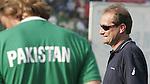 Champions Trophy Hockey mannen Nederland-Pakistan (4-1). Teleurstelling bij bondscoach Roelant Oltmans, de Nederlander in Pakistaanse dienst.