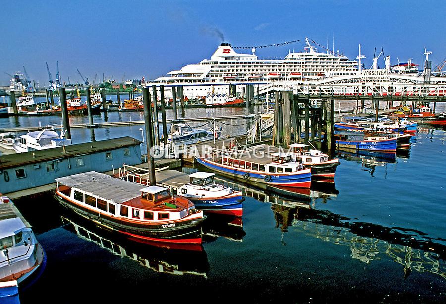 Porto no Rio Elba em Hamburgo. Alemanha. 1999. Foto de Nair Benedicto.