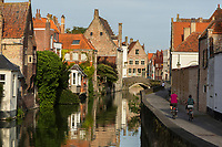 Belgique, Flandre Occidentale, Bruges, centre historique classé Patrimoine Mondial de l'UNESCO: Maisons flamandes sur les bords du canal Gouden-Handrei // Belgium, Western Flanders, Bruges, historical centre listed as World Heritage by UNESCO, Flemish houses on the banks of the Gouden-Handrei channel