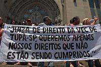 SÃO PAULO, SP - 11.02.2014 - ATO PELOS DIREITOS DOS PRESIDIARIOS - Familiares de presidiários se reunem em protesto pelos seus direitos nos presidios, alegando opressão da juiza na VEC - Vara de Execução Criminal de Tupa, interior de São Paulo,  nesta terça feira (11) na praça da Sé, região central. (FOTO JORGE ANDRADE / BRAZIL PHOTO )