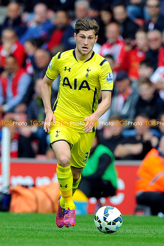 Ben Davies of Tottenham - Southampton vs Tottenham Hotspur - Barclays Premier League Football at St Mary's Stadium, Southampton, Hampshire - 25/04/15 - MANDATORY CREDIT: Denis Murphy/TGSPHOTO - Self billing applies where appropriate - contact@tgsphoto.co.uk - NO UNPAID USE