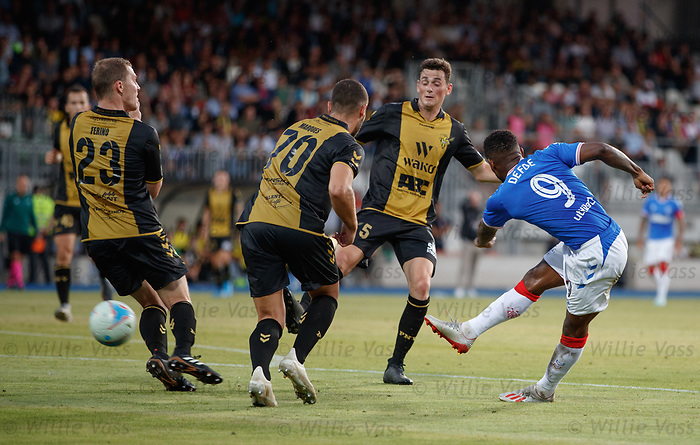 01.08.2019 Progres Niederkorn v Rangers: Jermain Defoe goes close