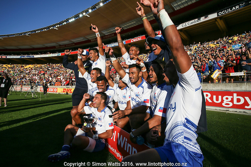 Bowl winners Samoa during the 2016 HSBC Wellington Sevens at Westpac Stadium, Wellington, New Zealand on Saturday, 30 January 2016. Photo: Simon Watts / lintottphoto.co.nz