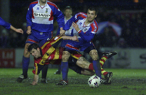 Caley Thistle V Partick Thistle....  midfield action  ..... picture by Donald MacLeod 05.03.02