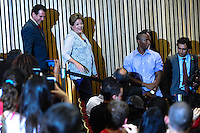 SAO BERNARDO DO CAMPO, SP, 04.12.2013 -  A Presidente Dilma Roulsseff participa solenidade de entrega do título de doutor honoris causa para o Presidente Lula Local: Bloco Beta Universidade Federal do ABC. Foto: Adriano Lima / Brazil Photo Press).