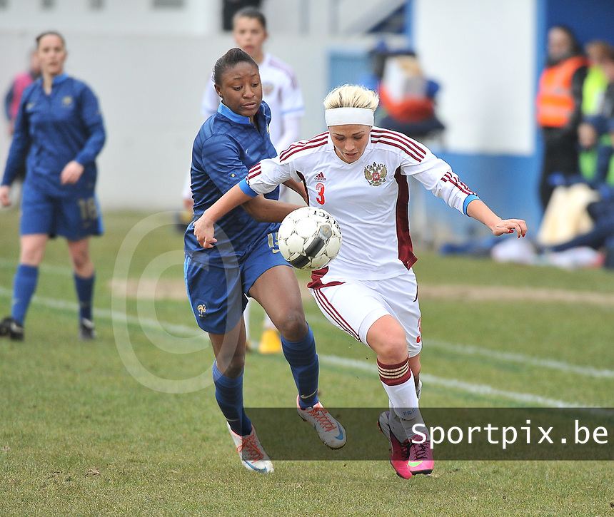 France U19 - Russia U19 : Ksenia Kovalenko defends the ball before French Kadidiatou Diani (left).foto DAVID CATRY / Nikonpro.be