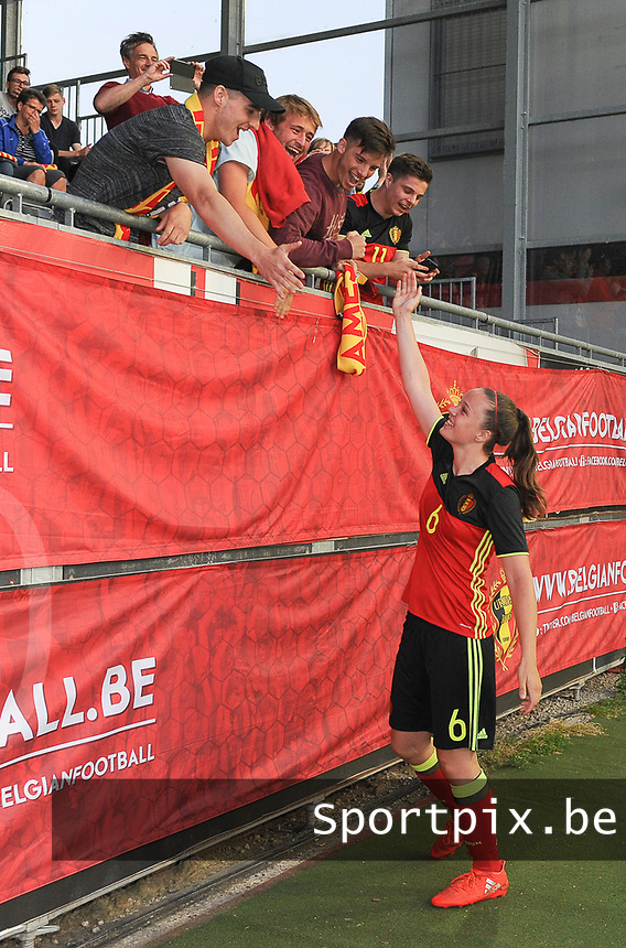 20170613 - LEUVEN ,  BELGIUM : Belgian Tine De Caigny greeting their fans pictured after the female soccer game between the Belgian Red Flames and Japan , a friendly game before the European Championship in The Netherlands 2017  , Tuesday 13 th Juin 2017 at Stadion Den Dreef  in Leuven , Belgium. PHOTO SPORTPIX.BE | DIRK VUYLSTEKE