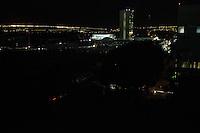 BRASILIA, DF, 27.06.2016 - ENERGIA-FALTA - Prédio do Congresso Nacional às escuras devido à queda de energia na Esplanada dos Ministérios, nesta segunda, 27. Ao fundo, o Palácio do Planalto, iluminado por geradores. (Foto:Ed Ferreira / Brazil Photo Press)