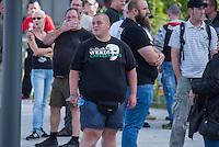 """Nazidemonstration in Frankfurt an der Oder.<br /> Ca. 120 Nazis aus Berlin und Brandenburg zogen am Samstag den 3. September 2016 mit einer Demonstration durch Frankfurt an der Oder. Angekuendigt war der Aufmarsch als grenzuebergreifende Demonstration von deutschen und polnischen Nazis gegen Islam und Fluechtlinge, es nahmen jedoch nur zwei Personen aus Polen teil.<br /> In Redebeitraegen und Parolen wurde gegen die """"Kriminalitaet aus Osteuropa"""" gehetzt und behauptet es faende eine """"gewollte Uberfremdung der deutschen Heimat durch Fluechtlinge"""" statt.<br /> Angefuehrt wurde die Demonstration von der Oderbruecke zum Bahnhof von der rechtsextremen Kleinstpartei """"Der 3. Weg"""". Des Weiteren nahmen Mitglieder von """"unabhaengigen Buergerinitiativen"""" gegen Fluechtlinge, der NPD, sog. Freien Kameradschaften und Mitgliedern der rechtsextremen Gruppe """"Die Identitaeren"""" teil.<br /> Einige Personen einer Gegendemonstration versuchten mit Sitzblockaden die rechtsextreme Demonstration zu verhindern, die Polizei fuehrte die Nazis jedoch an den Blockierern vorbei. Vereinzelt wurden Personen, die versuchten die Demonstrationsroute zu blockieren, von der Polizei mit Tritten und Schlagstockeinsatz von der Strasse vertrieben.<br /> Im Bild: Ein Rechtsextremer mit einem T-Shirt mit dem Motto """"Werde unsterblich"""" der brandenburgischen Nazigruppierung """"Spreelicher"""".<br /> 3.9.2016, Frankfurt an der Oder<br /> Copyright: Christian-Ditsch.de<br /> [Inhaltsveraendernde Manipulation des Fotos nur nach ausdruecklicher Genehmigung des Fotografen. Vereinbarungen ueber Abtretung von Persoenlichkeitsrechten/Model Release der abgebildeten Person/Personen liegen nicht vor. NO MODEL RELEASE! Nur fuer Redaktionelle Zwecke. Don't publish without copyright Christian-Ditsch.de, Veroeffentlichung nur mit Fotografennennung, sowie gegen Honorar, MwSt. und Beleg. Konto: I N G - D i B a, IBAN DE58500105175400192269, BIC INGDDEFFXXX, Kontakt: post@christian-ditsch.de<br /> Bei der Bearbeitung der Dateiinformation"""