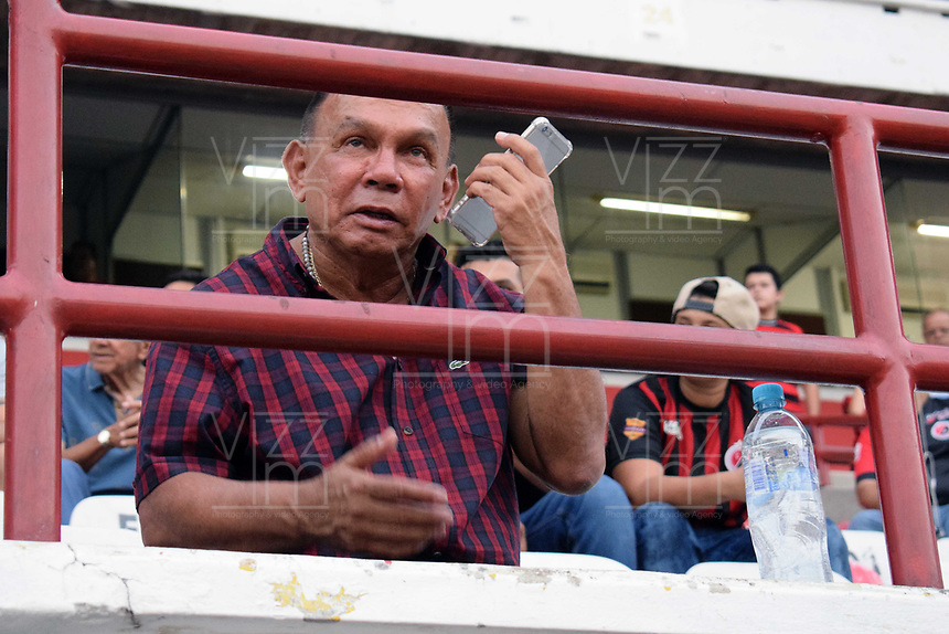 CUCUTA - COLOMBIA, 26-01-2019: Jorge Luis Bernal técnico del Rionegro gesticula durante partido por la fecha 1 entre Cúcuta Deportivo y Rionegro Águilas como parte de la Liga Águila I 2019 jugado en el estadio General Santander de la ciudad de Cúcuta. / Jorge Luis Bernal coach of Rionegro gestures during match for the date 1 between Cucuta Deportivo y Rionegro Aguilas as a part of Aguila League I 2019 played at General Santander stadium in Cucuta city. Photo: VizzorImage / Manuel Hernandez / Cont
