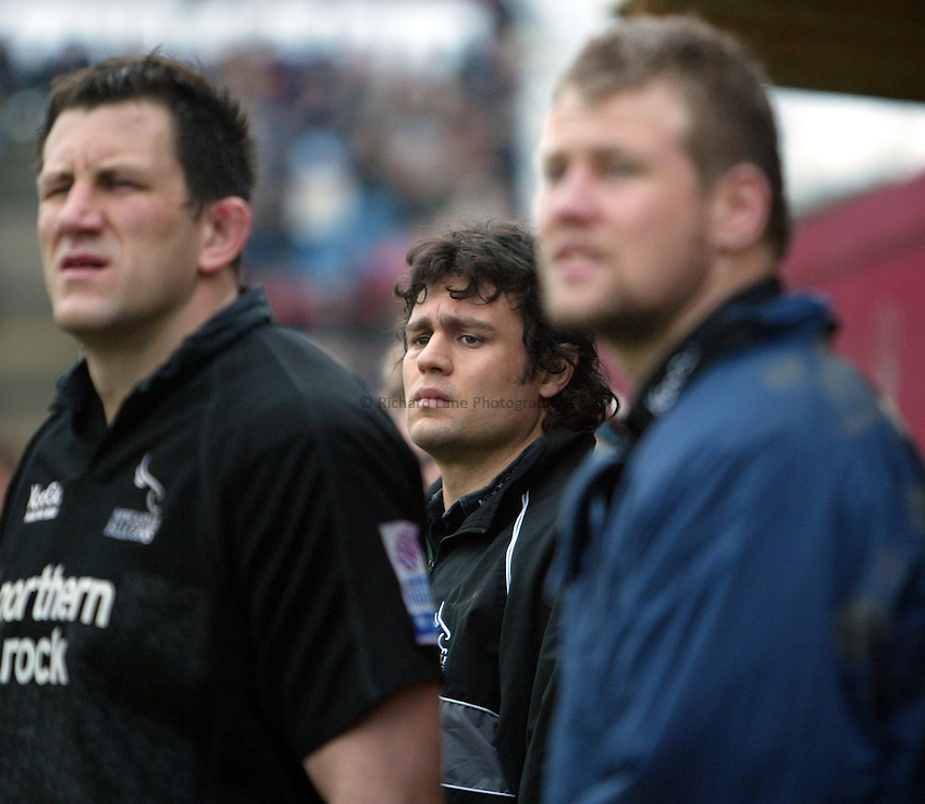 Photo. Chris Ratcliffe..NEC Harlequins v Newcastle Falcons. Zurich Premiership. 13/03/2005..Jonny Wilkinson's brother, Mark Wilkinson looks upset.