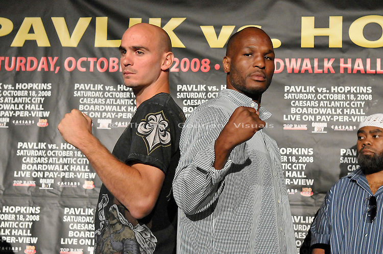 Manhattan,New York, 08.05.2008: (l-r) Kelly Pavlik and Bernard Hopkins at the New York press conference to promote their October 18th fight in Atlantic City.