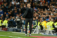 Barcelona´s coach Luis Enrique gives indications to the players during 2015-16 La Liga match between Real Madrid and Barcelona at Santiago Bernabeu stadium in Madrid, Spain. November 21, 2015. (ALTERPHOTOS/Victor Blanco) /NortePhoto