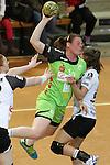 v. li. im Zweikampf &nbsp;Lina Krglikar (Vulkan-Ladies Koblenz/Weibern), Maike Daniels (Frisch Auf Goeppingen Frauen) mit Ball und Kelly Vollebregt (Vulkan-Ladies Koblenz/Weibern)<br />  im Spiel TPSG FA Goeppingen - VL Koblenz / Weibern.<br /> <br /> Foto &copy; P-I-X.org *** Foto ist honorarpflichtig! *** Auf Anfrage in hoeherer Qualitaet/Aufloesung. Belegexemplar erbeten. Veroeffentlichung ausschliesslich fuer journalistisch-publizistische Zwecke. For editorial use only.