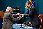 Peter Higgs receives the Prince of Asturias Award for Technical & Scientific Research during the 2013 Prince of Asturias Awards ceremony at the Campoamor Theater in Oviedo, Spain. October 25, 2013..(ALTERPHOTOS/Victor Blanco)