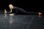 IM KOPF<br /> Choregraphie: SITTER Andrea<br /> Compagnie Die Donau<br /> Avec : Andrea Sitter<br /> Cadre : La danse, l&rsquo;humour, le burlesque<br /> Lieu: Centre National de la Danse<br /> Ville : Pantin<br /> le 28/04/2011<br /> &copy; Laurent Paillier / photosdedanse.com<br /> All rights reserved