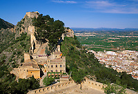 Spain, Costa del Azahar (Orange Blossom Coast), Jativa (Xativa) with castle El Castillo at Vernissa mountain | Spanien, Costa del Azahar - Kueste der Orangenbluete, Jativa (Xativa) mit der Burg (El Castillo) am Berg Vernissa