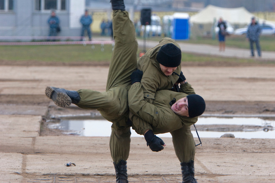 Moscow, Russia, 29/10/2008..Russian special forces training at a military base just outside Moscow. The exercise was part of the Interpolitex 2008 state security exhibition.