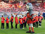 "15.02.2020, Stadion an der Wuhlheide, Berlin, GER, 1.FBL, 1.FC UNION BERLIN  VS. Bayer Leverkusen, <br /> DFL  regulations prohibit any use of photographs as image sequences and/or quasi-video<br /> im Bild Union-Maskotchen ""Hammer""<br /> <br /> <br />      <br /> Foto © nordphoto / Engler"
