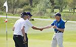VELSEN -  Shake hands na de 18 holes. Openbare Golfbaan Spaarnwoude. COPYRIGHT KOEN SUYK