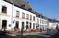 Thorn, het witte stadje in Limburg. Straat met horeca gelegenheden