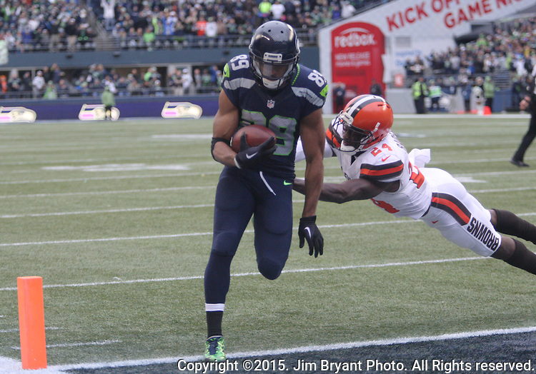 Seattle Seahawks wide receiver Doug Baldwin (89) hauls in a 6-yard touchdown against Cleveland Browns defensive back Johnson Bladesmosi (24) at CenturyLink Field in Seattle, Washington on December 20, 2015. The Seahawks clinched their fourth straight playoff berth in four seasons by beating the Browns 30-13.  ©2015. Jim Bryant Photo. All Rights Reserved.