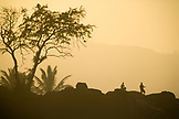 USA, Hawaii, silhouette of people watching the surf, Waimea Bay, Oahu, The North Shore