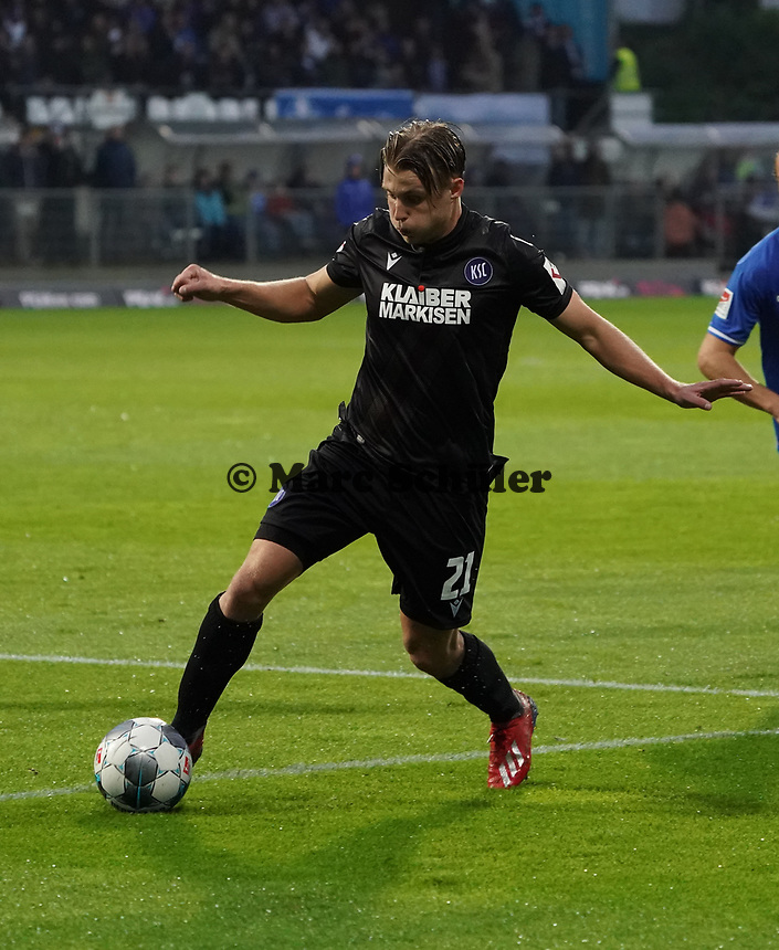Marco Thiede (Karlsruher SC) - 04.10.2019: SV Darmstadt 98 vs. Karlsruher SC, Stadion am Boellenfalltor, 2. Bundesliga<br /> <br /> DISCLAIMER: <br /> DFL regulations prohibit any use of photographs as image sequences and/or quasi-video.