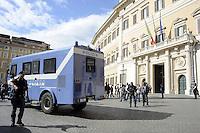Roma 14 Ottobre 2011.La polizia con i nuovi mezzi sulla Piazza di Montecitorio