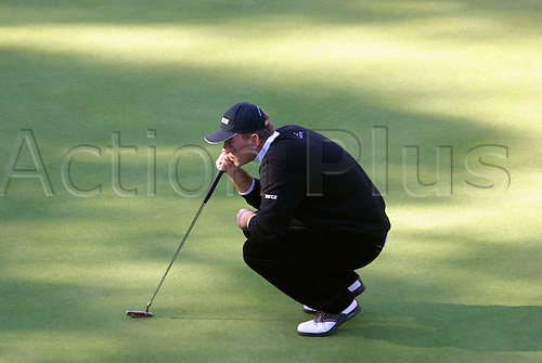 October 16, 2003: Danish golfer THOMAS BJORN (DEN) lines up his putt on the 14th Green during the first round of the HSBC World Matchplay Championship at Wentworth, Bjorn beat Len Mattiace 4&3. Photo: Glyn Kirk/action plus...match play golf 031016 player matchplay