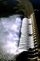 Vertedouro da hidrelétrica de Tucuruí no Pará.<br />©Foto: Paulo Santos/Interfoto<br />26/04/2002<br />Cromo Cor 135 Tucuruí  P 12 C5
