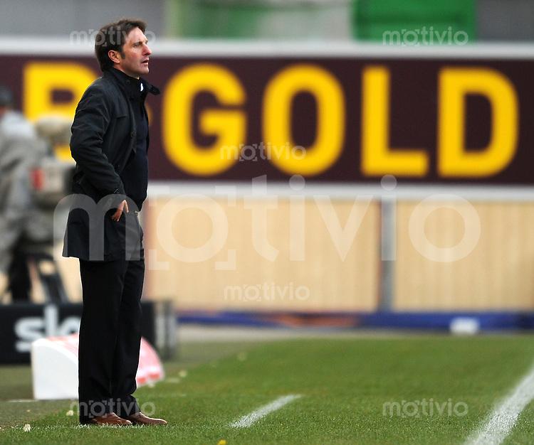 Fussball 1. Bundesliga:  Saison   2010/2011    25. Spieltag VfB Stuttgart - FC Schalke 04   05.03.2011 Trainer Bruno Labbadia (VfB Stuttgart)  vor einer Werbebande Gold
