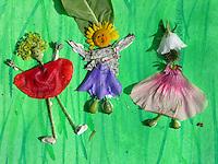 Kinder haben verschiedene, bunte Blumen, Blüten, Blütenblätter und Blätter gesammelt und daraus Blütenfiguren, Blumenkinder, Figuren aus Blüten gebastelt
