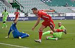 27.06.2020, Fussball: nph00001 1. Bundesliga 2019/2020, 34. Spieltag, VfL Wolfsburg - FC Bayern Muenchen, in der Volkswagen-Arena Wolfsburg. (L-R) Torwart Koen Casteels (VfL Wolfsburg), Robert Lewandowski (Bayern MŸnchen), John Anthony Brooks (VfL Wolfsburg)<br /><br />Foto: Bernd Feil/M.i.S./ /Pool/nordphoto<br /><br />Nur fŸr journalistische Zwecke! Only for editorial use! <br /><br />GemŠ§ den Vorgaben der DFL Deutsche Fussball: nph00001 Liga ist es untersagt, in dem Stadion und/oder vom Spiel angefertigte Fotoaufnahmen in Form von Sequenzbildern und/oder videoŠhnlichen Fotostrecken zu verwerten bzw. verwerten zu lassen. DFL regulations prohibit any use of photographs as image sequences and/or quasi-video.    <br /><br />National and international NewsAgencies OUT.