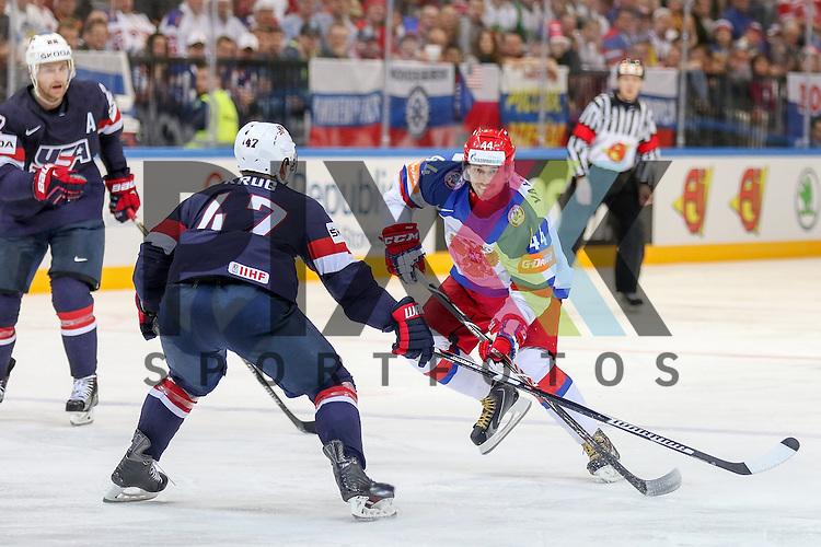 Russlands Yakovlev, Yegor (Nr.44)(Lokomotiv Yaroslavi) im Zweikampf mit USAs Krug, Torey (Nr.47)(Boston Bruins)  im Spiel IIHF WC15 Russia vs. USA.<br /> <br /> Foto &copy; P-I-X.org *** Foto ist honorarpflichtig! *** Auf Anfrage in hoeherer Qualitaet/Aufloesung. Belegexemplar erbeten. Veroeffentlichung ausschliesslich fuer journalistisch-publizistische Zwecke. For editorial use only.