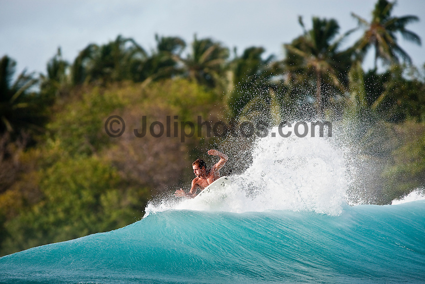 MIGUEL XIMENEZ (PRT) surfing at Chickens during a surf boat trip through the South Male and North Male Atolls, Maldives (Tuesday, June 16th, 2009). Photo: joliphotos.com