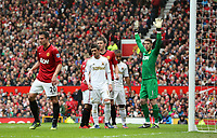 Pictured: (L-R) Robin van Persie, Pablo Hernandez, David De Gea.<br />