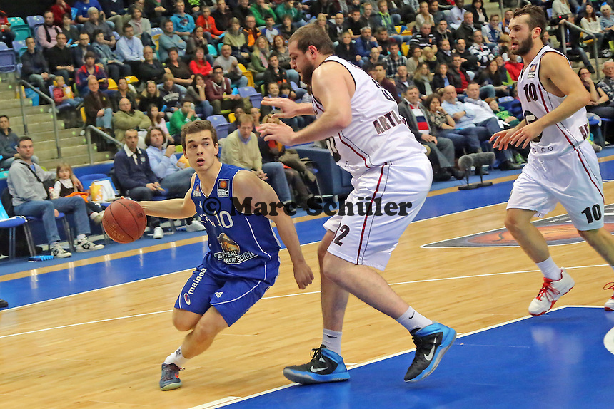 Kenneth Frease (Artland) gegen Max Merz (Skyliners) - Fraport Skyliners vs. Artland Dragons Quakenbrueck, Fraport Arena Frankfurt